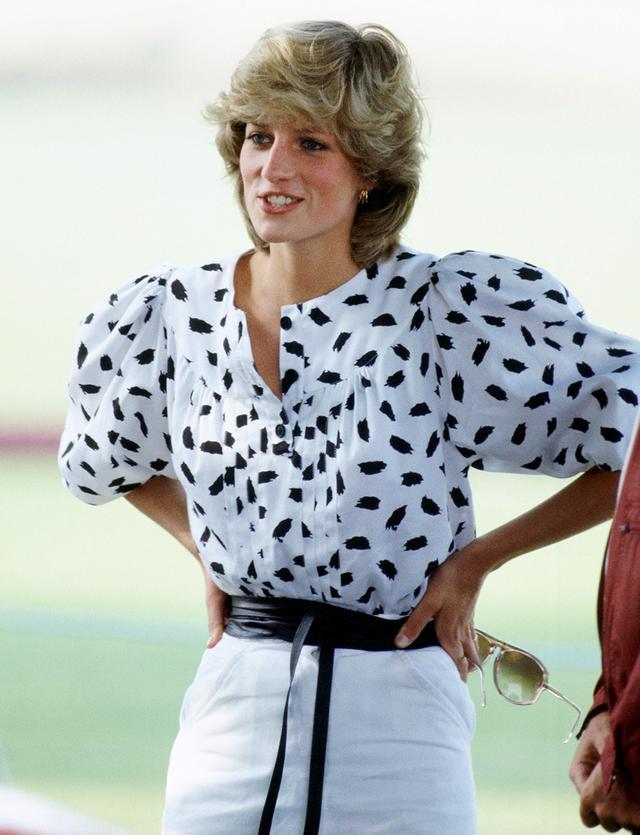 Eighties Fashion: Princess Diana in a blouson monochrome blouse