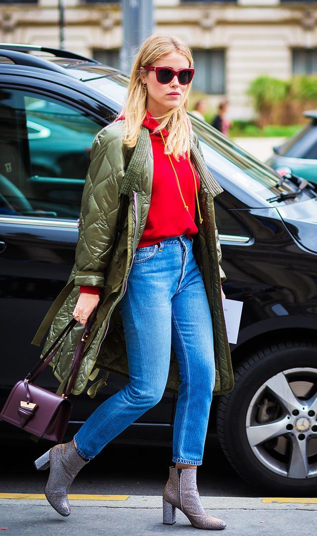 street-style-red-hoodie