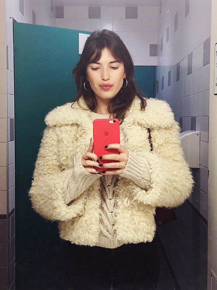 How to look better dating profile pictures: Jeanne Damas taking selfie
