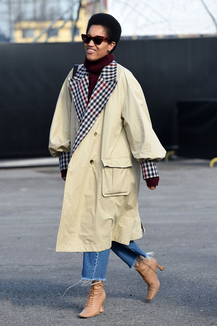 Older Fashion Bloggers: Tamu McPherson in a trench coat