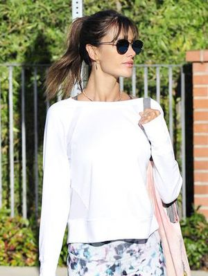 You'll Want to Live in Alessandra Ambrosio's $20 Old Navy Leggings