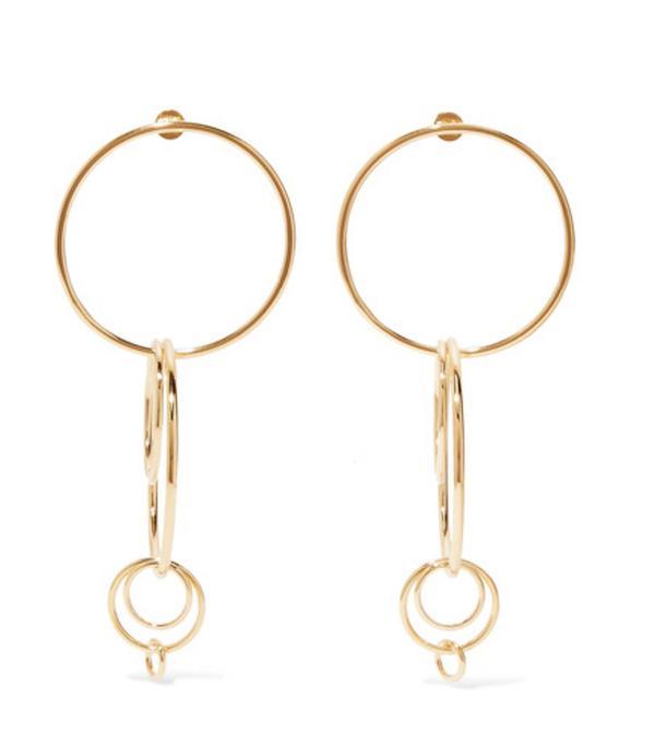 spring street style outfit ideas: hoop earrings