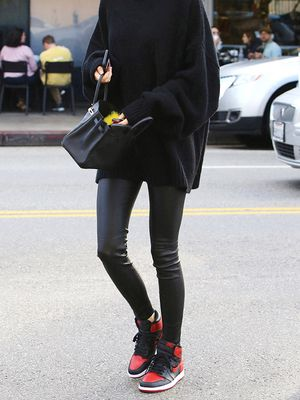 The New Sneaker Style Celebs Are Wearing With Leggings