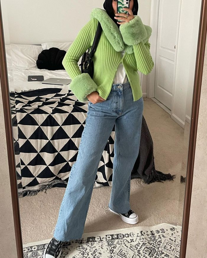 Spring outfits with jeans and sneakers