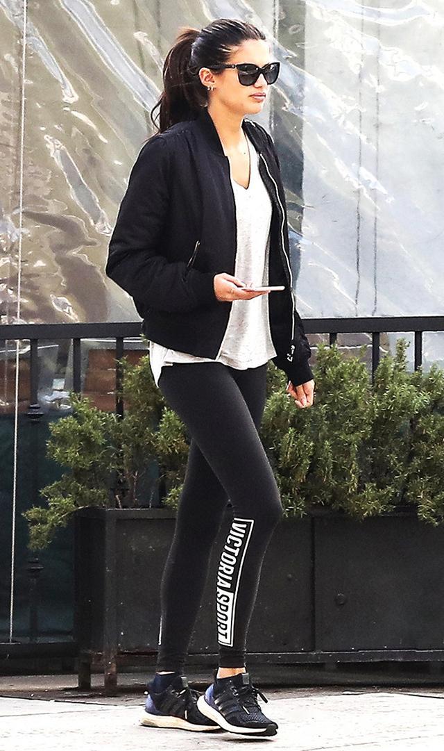 sara-sampaio-leggings-outfit