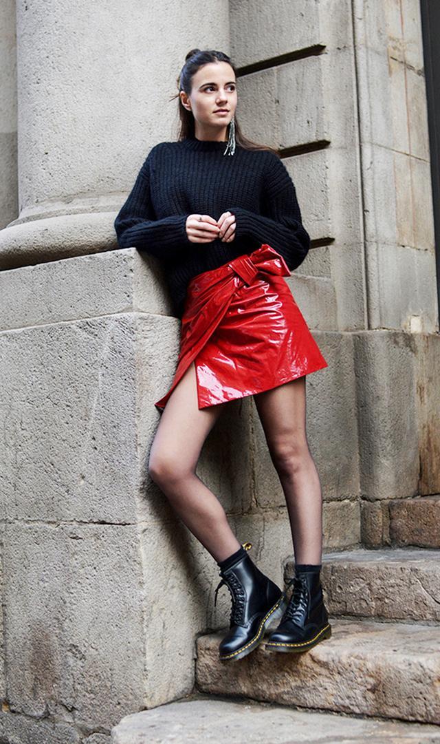 Zina Fashion Vibe red skirt