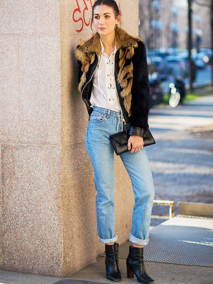 How to wear 501 jeans: black boots and white shirt combo