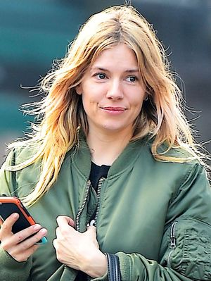 How Sienna Miller Perfectly Styled a $22 T-Shirt