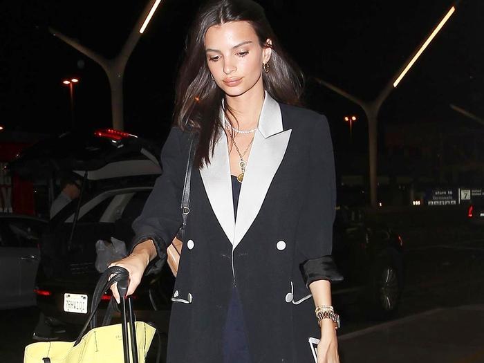Emily Ratajkowski airport outfit