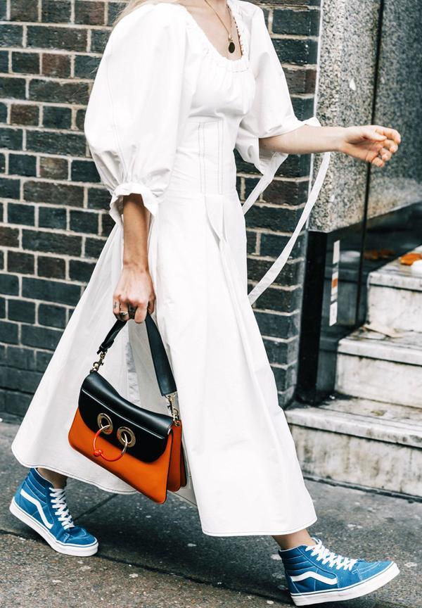 Minimalist fashion: the new white dress