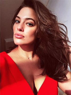 """The """"Low-45"""" Rule Ashley Graham Swears By for a Perfect Selfie"""