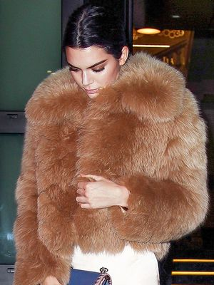 Kendall Jenner Just Wore the Chicest Rose-Gold Treggings