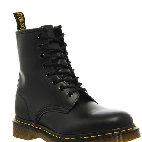 8 Eyelet Lace Up Boots Black