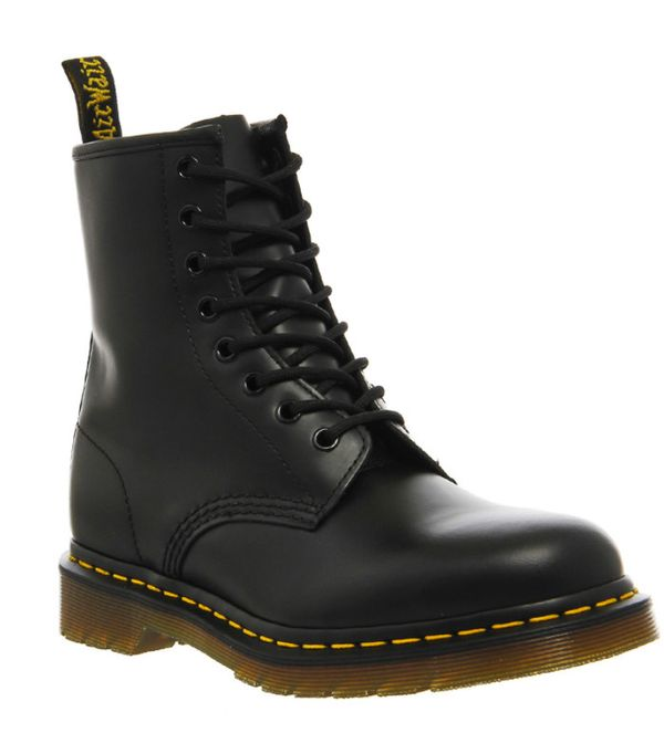 How to Wear Dr. Martens: Black 8 Eyelet Lace Up Boots Black