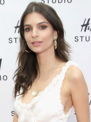 Emily Ratajkowski Masters the Perfect No-Brainer Party Look