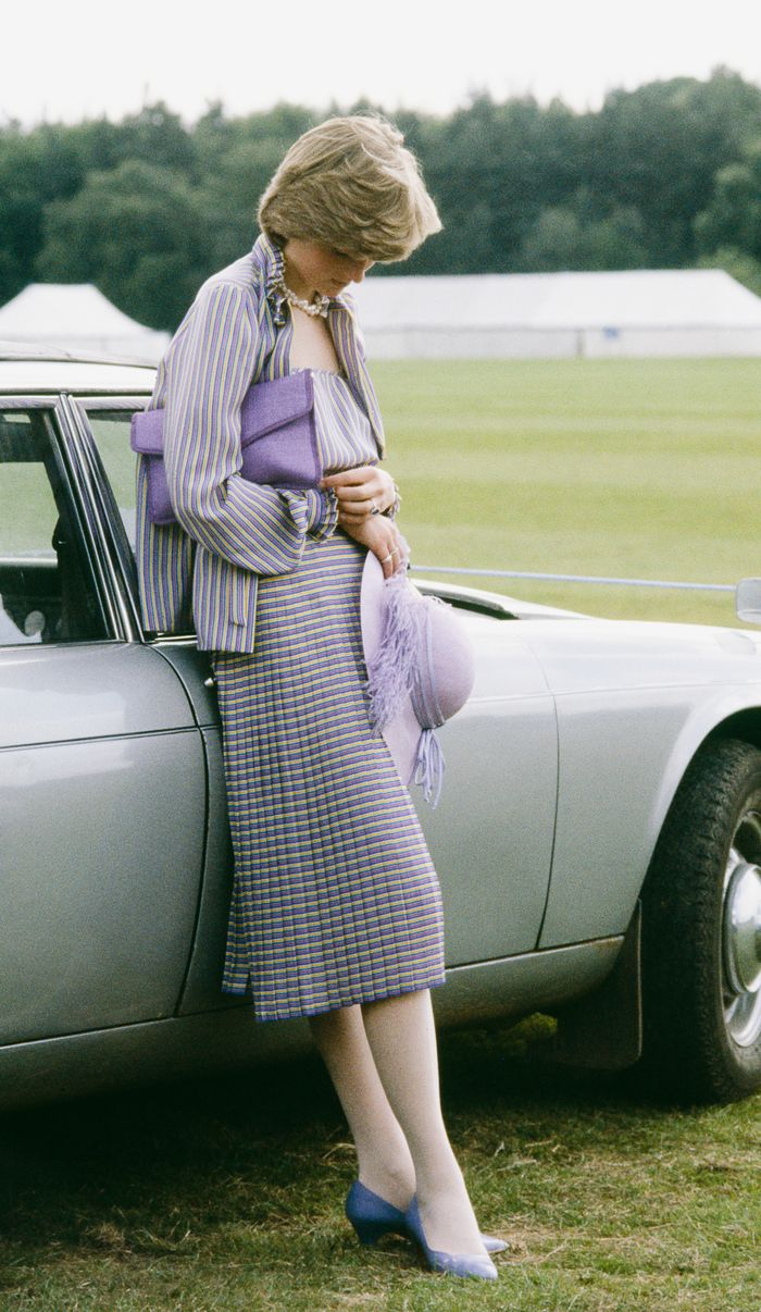 Princess Diana style: Lilac accessories