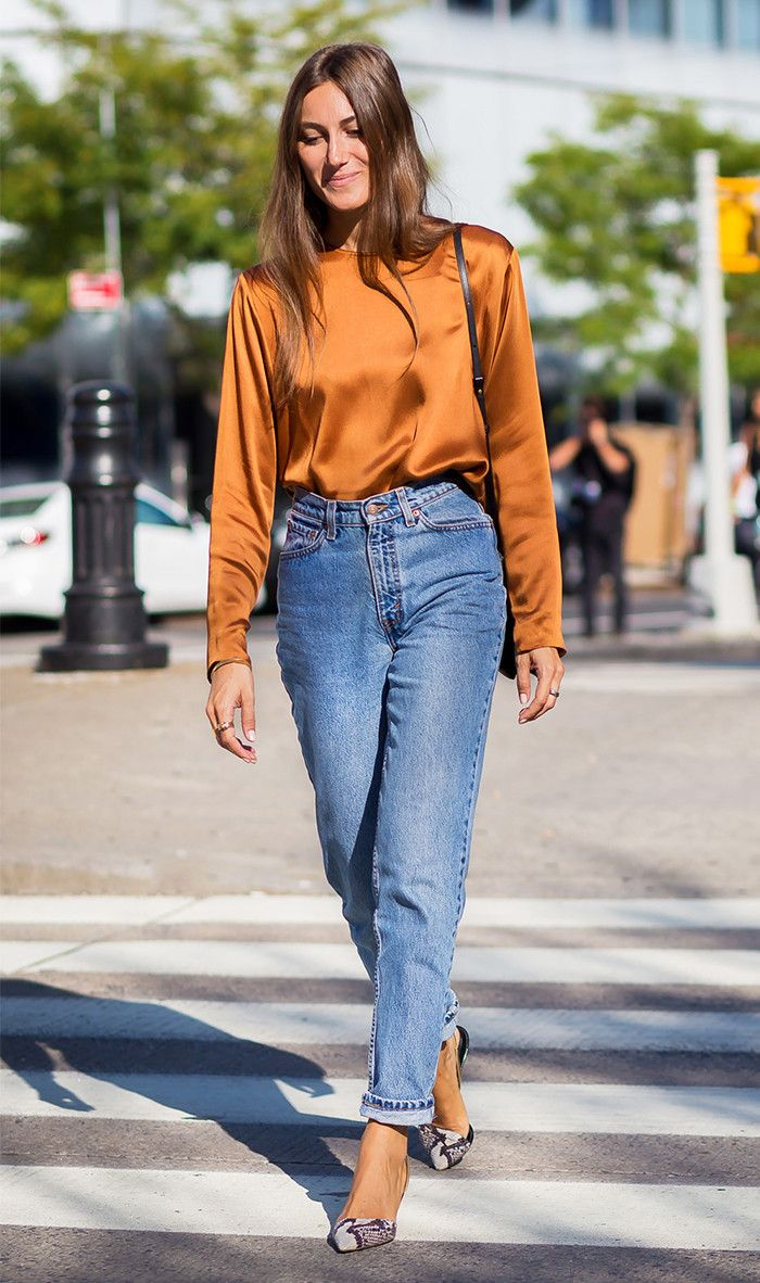 How to wear mom jeans: silk shirt and pretty pumps