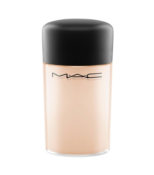 How to apply eyeshadow: MAC Pigment in Naked