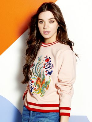 Hailee Steinfeld Celebrity Fashion News And Style