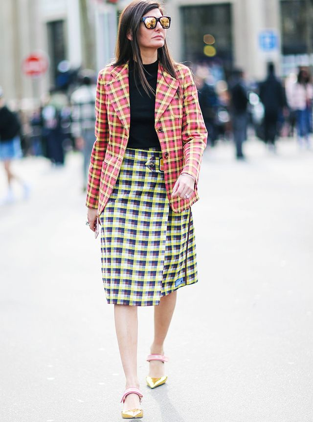 What to Wear In Spring: Leg-baring knee-length skirts