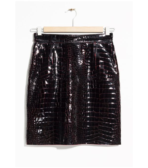 How to wear a leather skirt: leather mini skirt