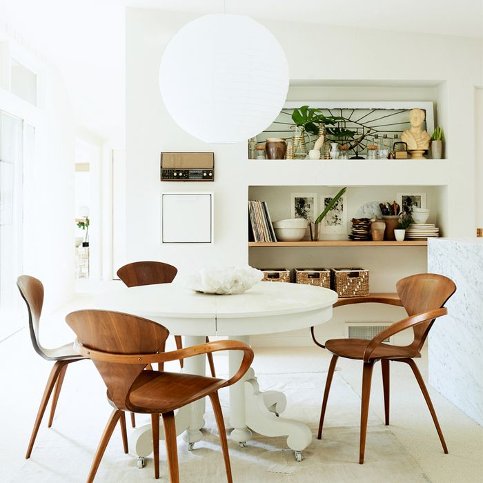 Love all white interiors an interior designer shows us how mydomaine sisterspd