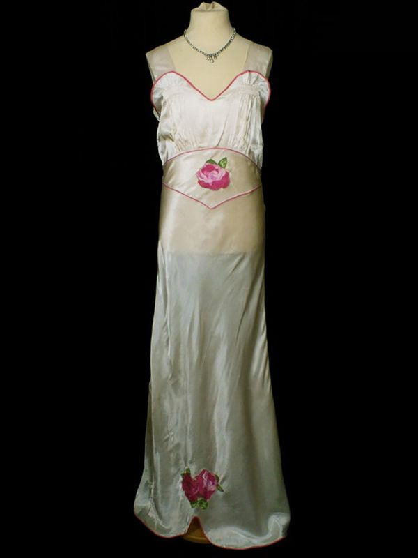 Vintage wedding dresses: Pennies Vintage