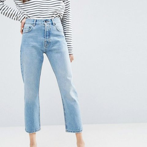 Authentic Straight Leg Jeans in Cambridge Light Mid Wash