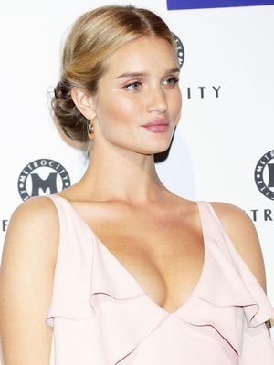 Rosie Huntington-Whiteley's Pretty Maternity Look Features This Major Trend