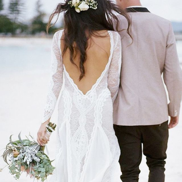 16 Stunning Wedding Dresses for a Casual Beach Wedding