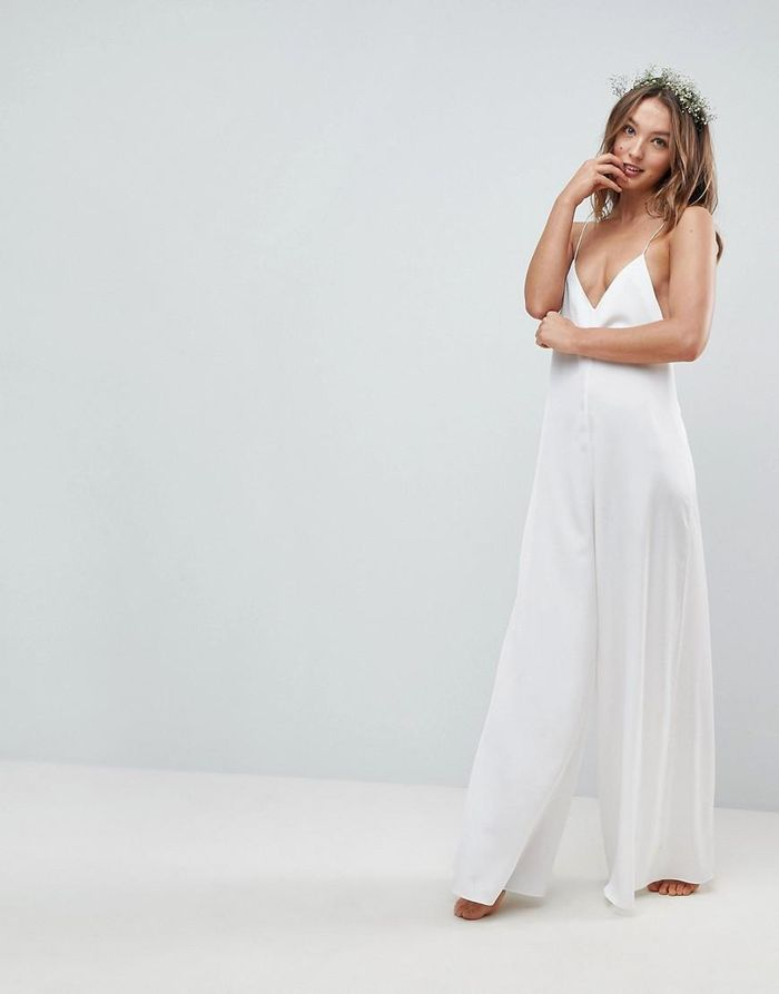 16 Simple Wedding Dresses For A Beach Wedding Who What Wear
