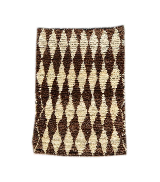 vintage rug — simple living room ideas