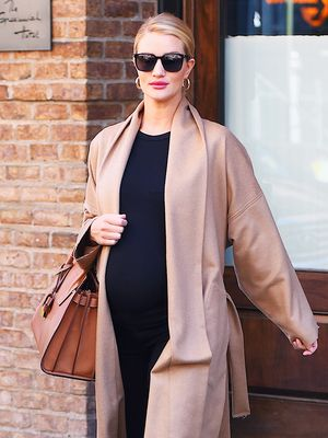 This Maternity Styling Trick Is Super Flattering, Even When You're Not Pregnant