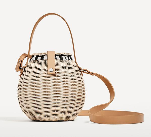 summer basket bag - Zara Raffia Bucket Bag