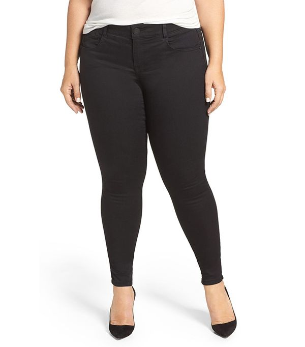 For the women who are blessed with curvy frames, finding jeans can be extra tough. You want a pair that will show off all your best assets without being uncomfortable or worse—way too baggy.