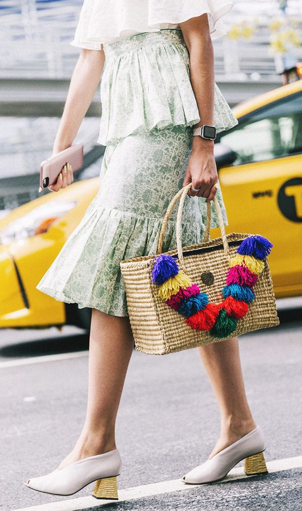basket bag trend - pom pom straw bag