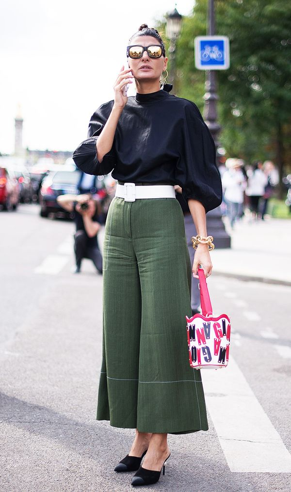 Stick to neutral tones like black and army green, and then draw attention to your waist with an optic white belt.