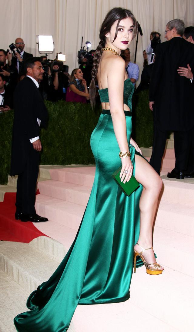 Met Gala high street dresses: Hailee steinfeld in H&M
