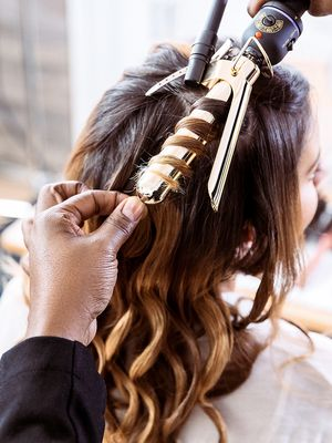 How to Do Loose, Voluminous Waves That Last—See the Video