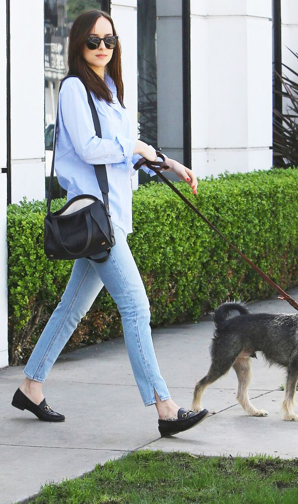 dakota johnson skinny jeans outfit