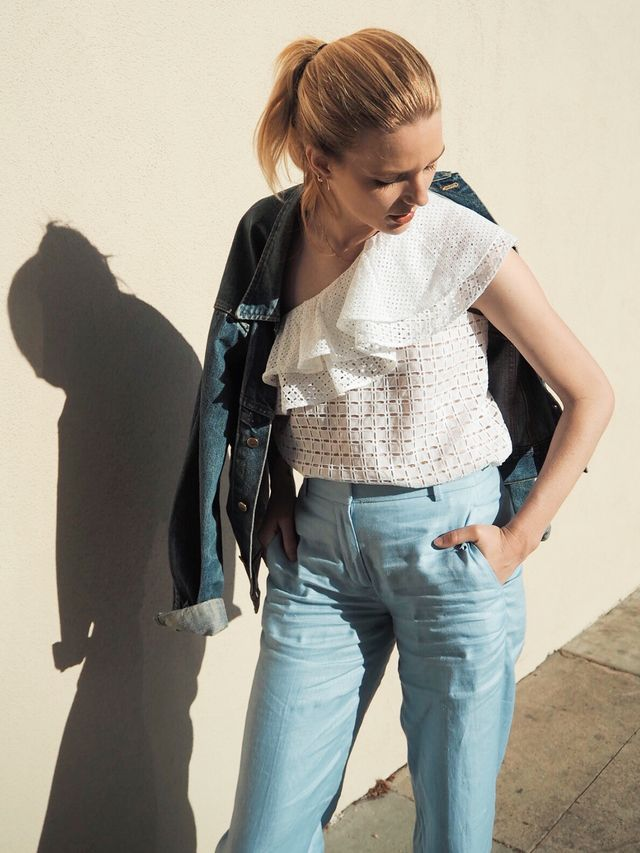 Yes, the off-the-shoulder look is still going strong, but spring is bringing an update to this trend. Remember those one-shoulder tops celebrities embraced back in the '90s?...