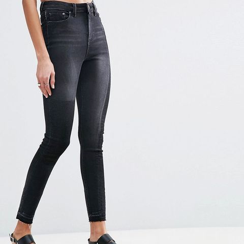 Ridley Skinny Jeans in Deconstructed With Rip and Repair in Washed Black