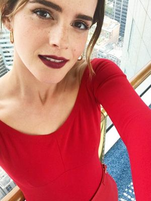 Emma Watson Knows That This Is the Most Flattering Colour