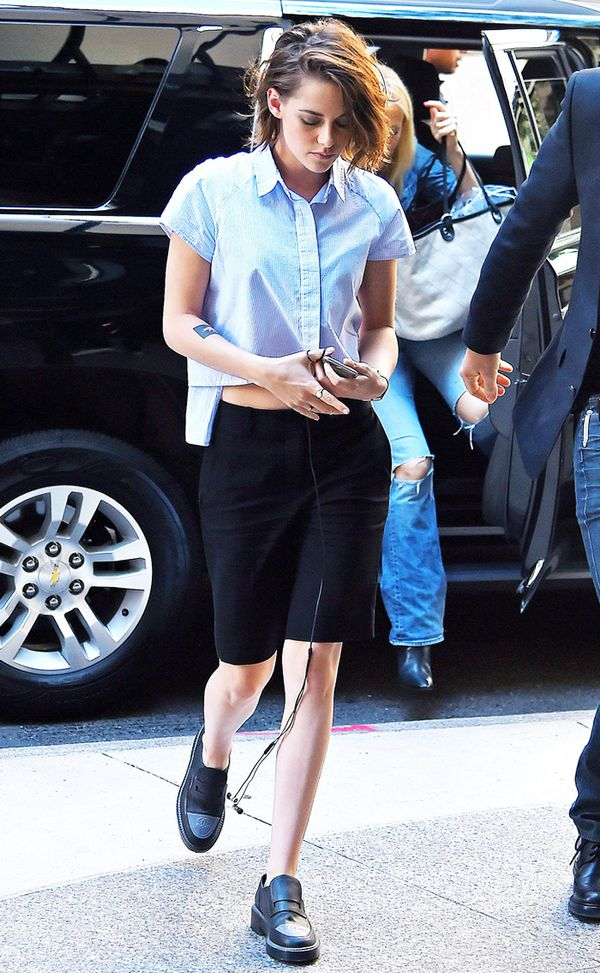 Kristen Stewart style: blue shirt and shorts
