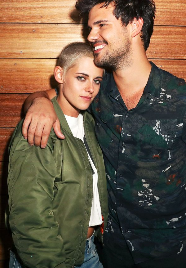 Kristen Stewart style: A bomber jacket, white tee, and jeans