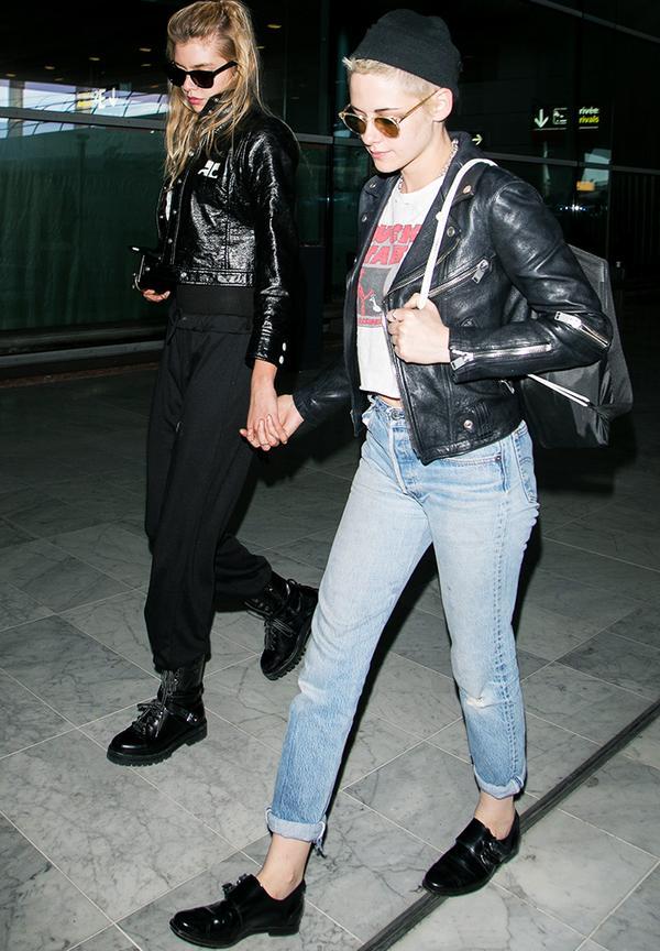 Kristen Stewart style: Jeans, biker jacket and a beanie