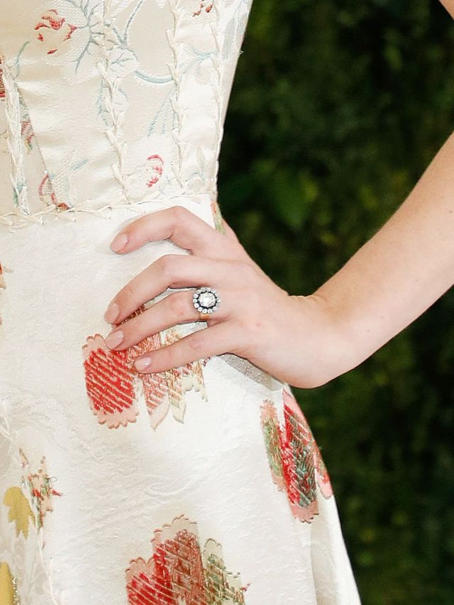 Anna Wintour daughter wedding - Bee Shaffer engagement ring