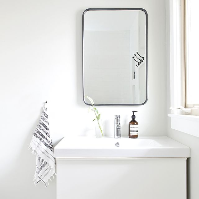 This Petite Bathroom Makeover Is a Lesson in Small-Space Design