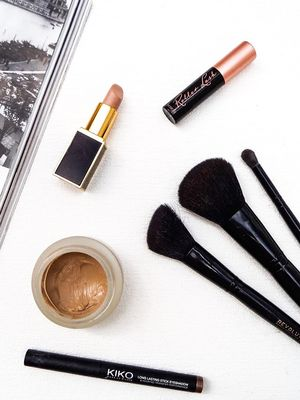 Finally, a Makeup Brush–Drying Hack That Actually Works