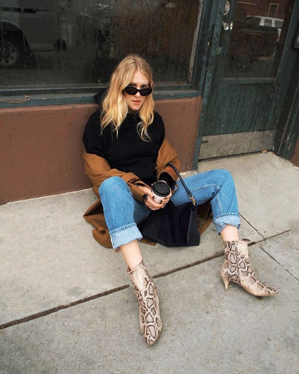Cozy meets chic in this cool outfit that layers a hoodie under a trench. Snakeskin ankle boots finish off the look. On Taylr Anne: Aritzia hoodie; Elizabeth and James McKinley Sunglasses ($185);...